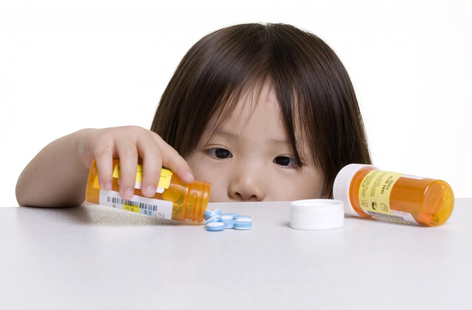 Tự ý dùng kháng sinh cho con, bố mẹ đang hại con đấy